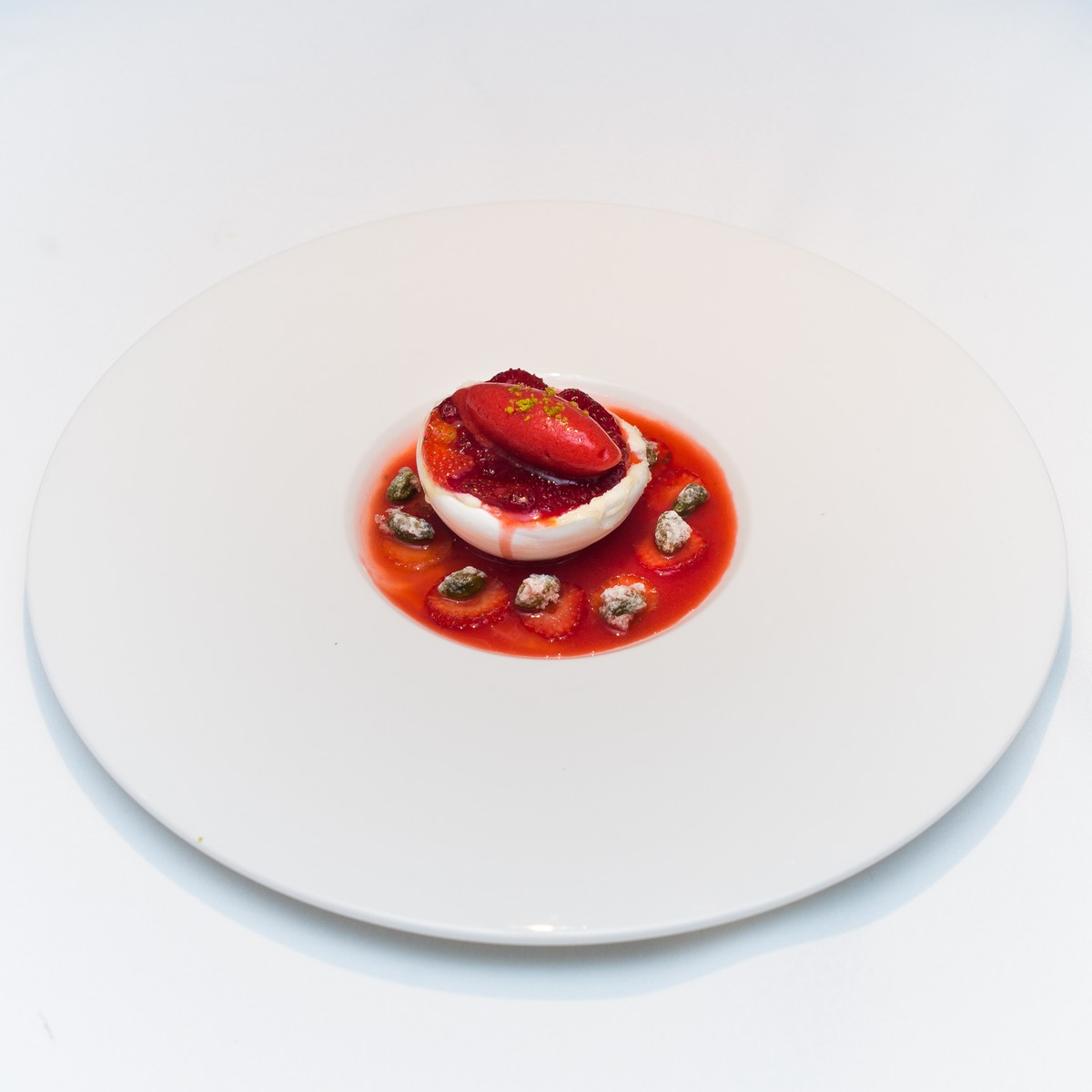 lecerf-35e_-meringue-creme-double-coulis-de-fraise_pierrevogel-56