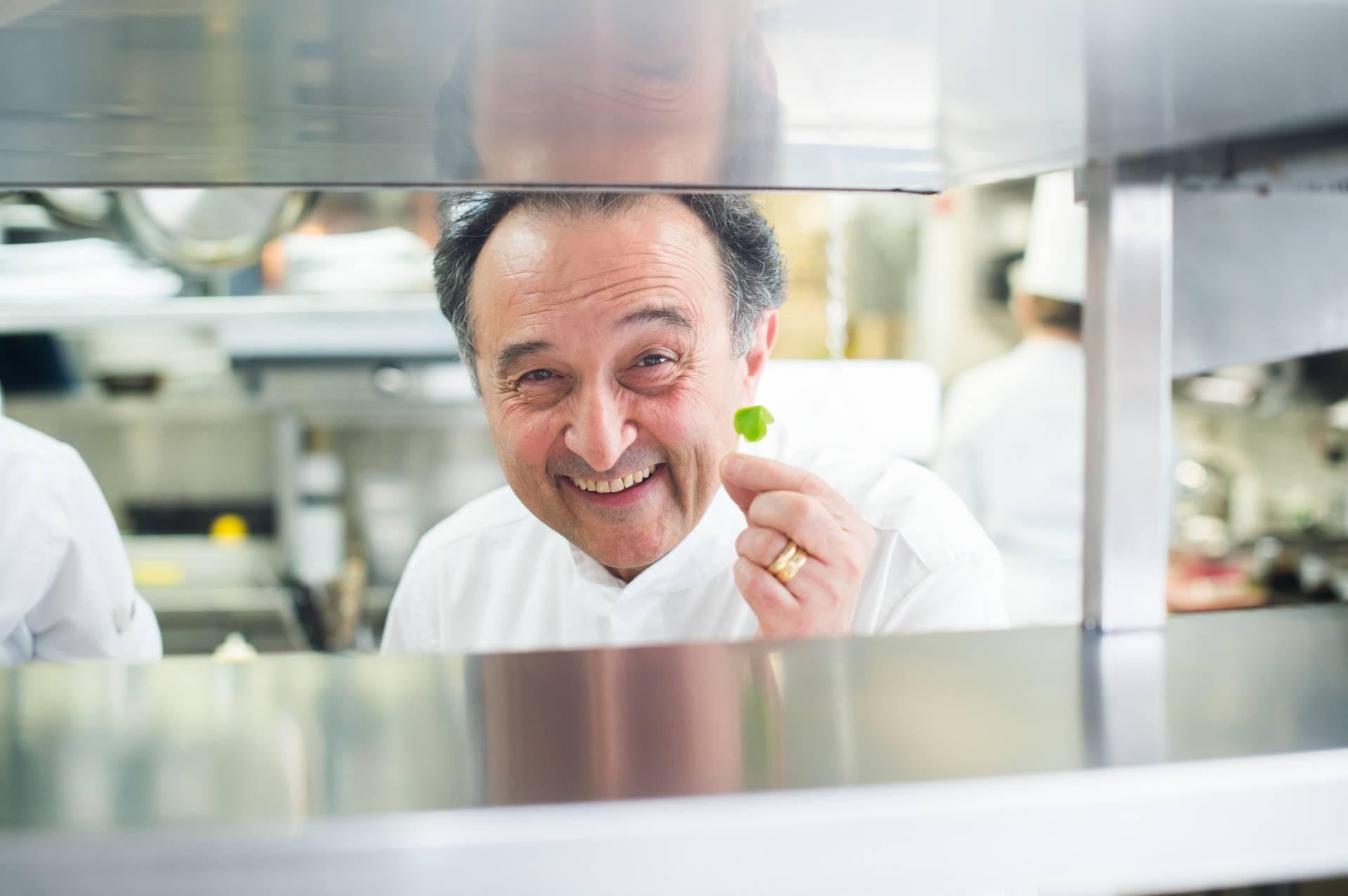 portrait-carlo-crisci-en-cuisine-3